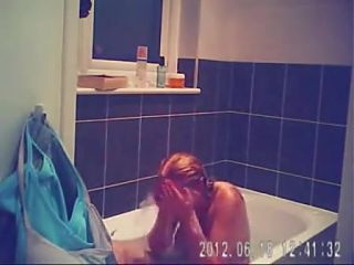 sarahd masterbating in the bath