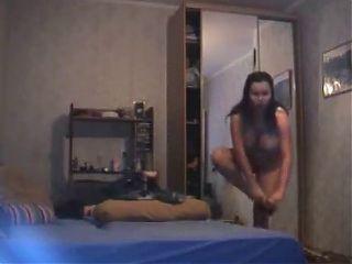 Frau beim anziehen heimlich gefilmt