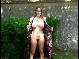 Frances exhibe de nibards et de chatte popilue